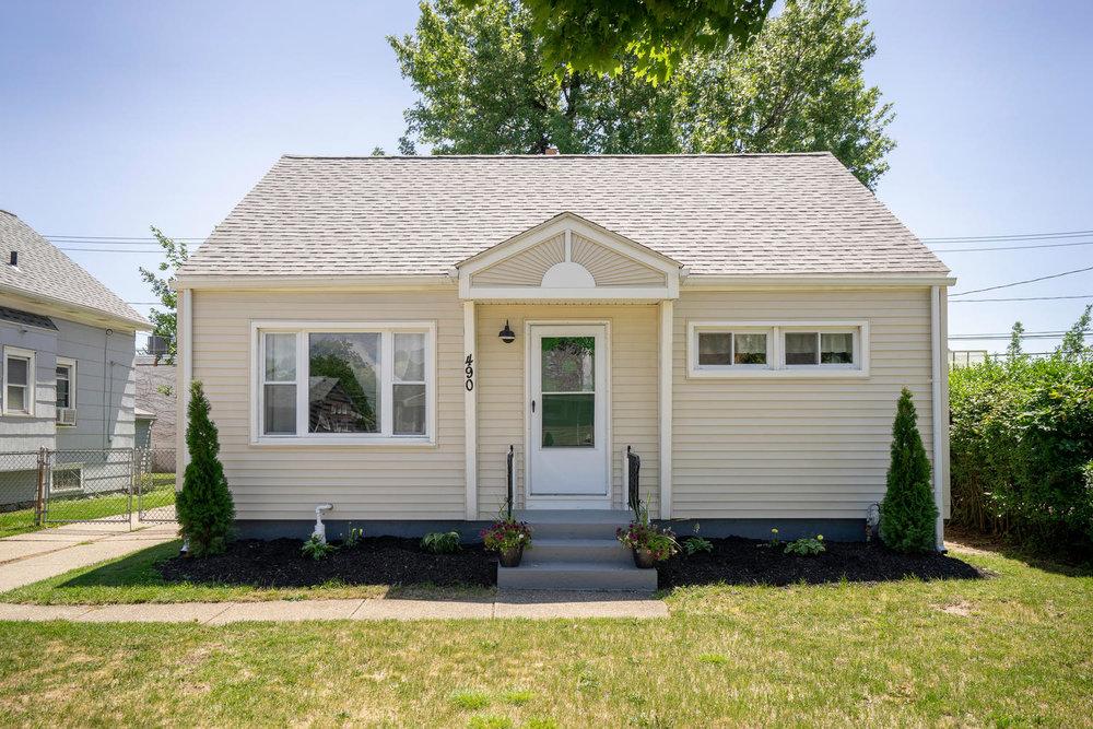 SOLD: 490 W Hazeltine, Kenmore | $124,900