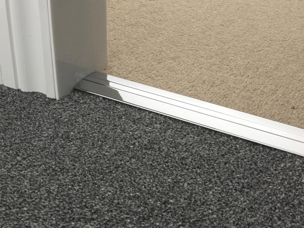 door_bar_chrome_posh38_carpet_carpet.jpg
