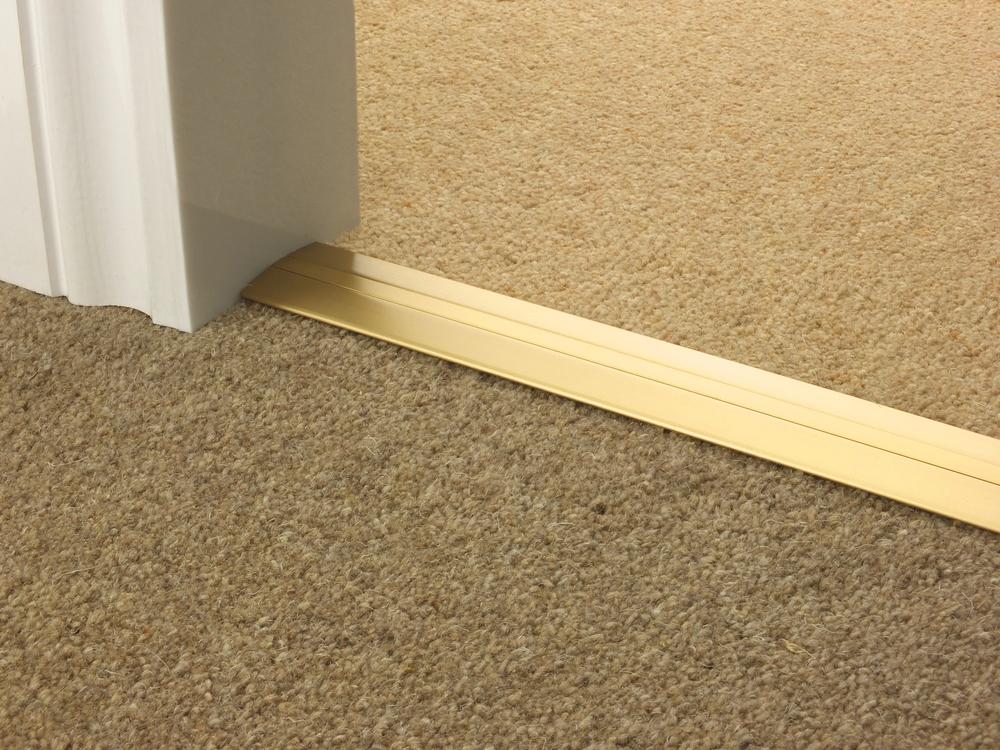 door_bar_satin_brass_posh38_carpet_carpet.jpg