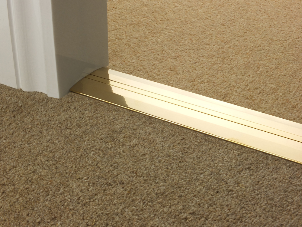 door_bar_brass_posh55_carpet_carpet.jpg