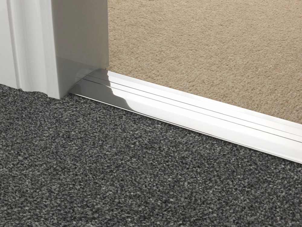 door_bar_chrome_posh55_carpet_carpet.jpg