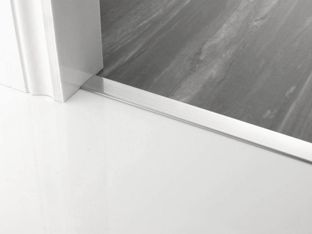 door_bar_floating_cover-30mm_brushed_chrome.jpg