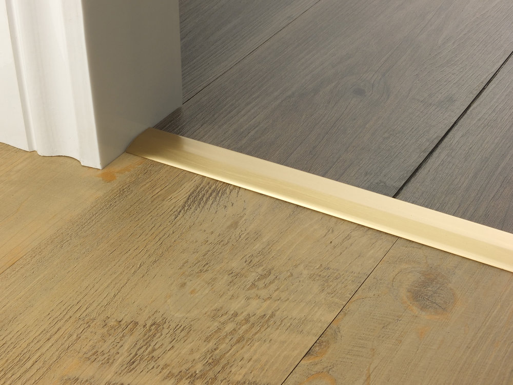 door_bar_satin_brass_two_way_ramp_2mm_lvt_lvt.jpg
