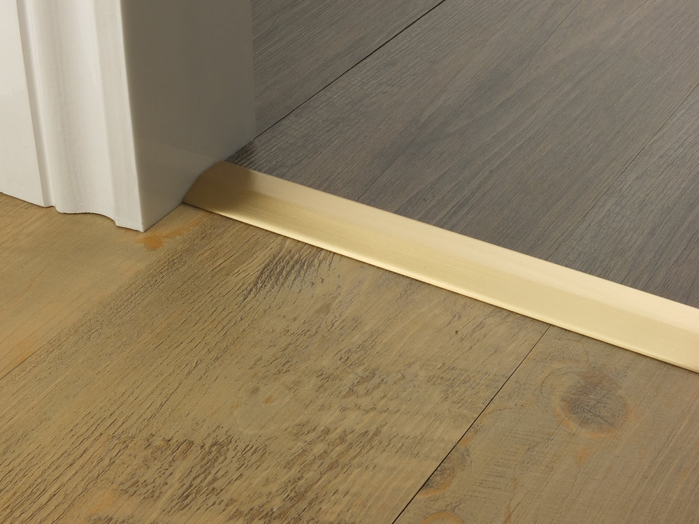 door_bar_satin_brass_two_way_ramp_4mm_lvt_lvt.jpg