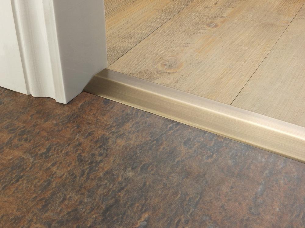 stairrods-doorbar-antique-brass-two-way-ramp-8-9mm.jpg