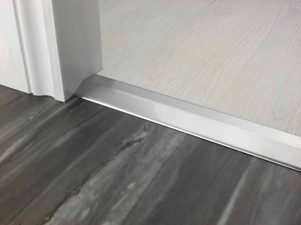 stairrods-doorbar-brushed-chrome-two-way-ramp-8-9mm.jpg