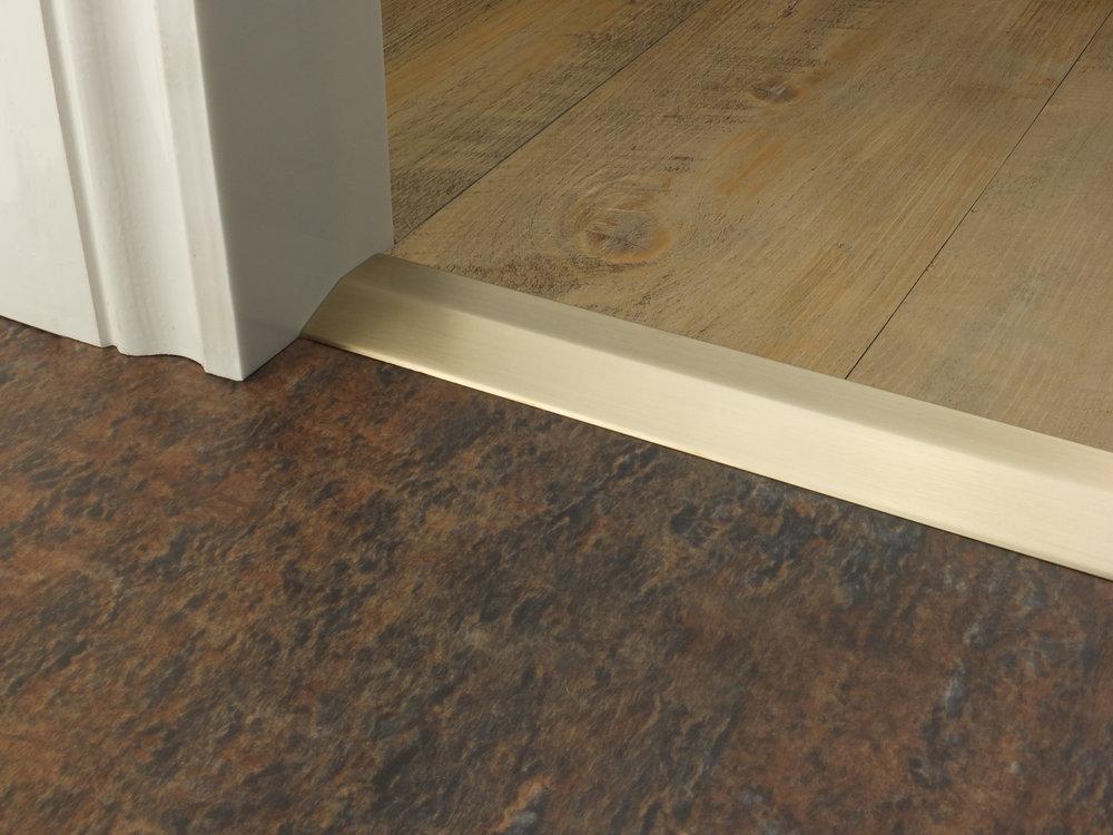 stairrods-doorbar-satin-brass-two-way-ramp-8-9mm.jpg