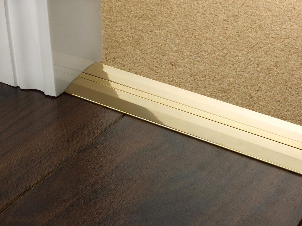door_bar_brass_posh55_carpet_carpet.jpg