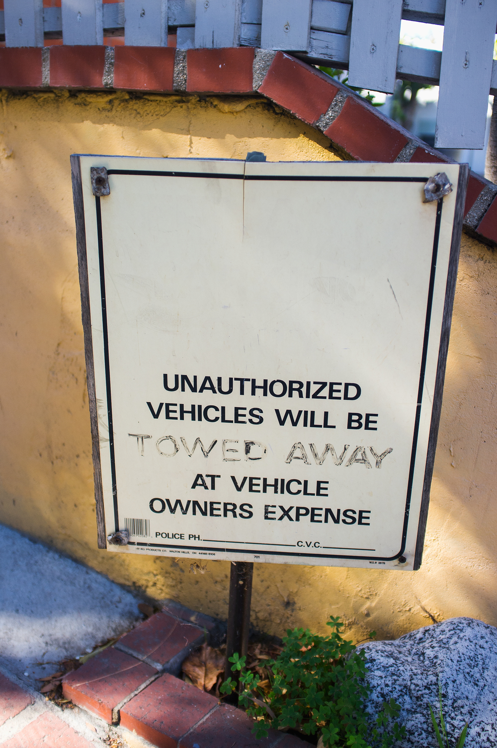 Ghetto Tow Sign.jpg