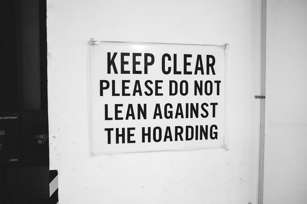 DO NOT LEAN AGAINST THE HOARDING.jpg