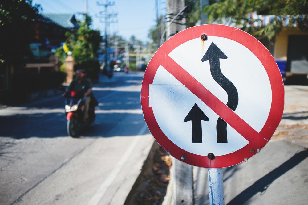 Koh Tao Traffic Sign.jpg