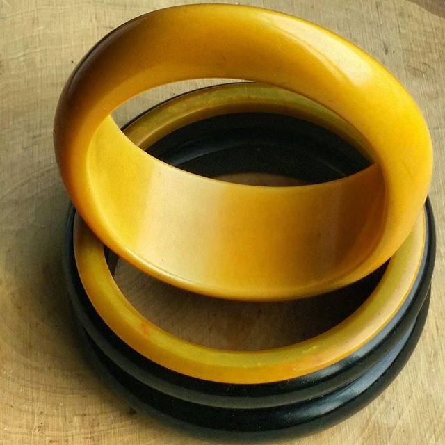 Got these 4 babies yesterday for $4 hoping they were bakelite. I jumped up for joy when I got home and realized they were authentic. I am always in the search for Black bangles so I was too happy to get these.  I am in love with the Oval bangle...isn't she lovely? #bakelite #bangles #dailybake #thedailybake #armcandy #wristcandy #accessories #fashionblogger #lifestyleblogger #stylist #stylefiles #thrifthaul #fleamarketfinds #fleamarket