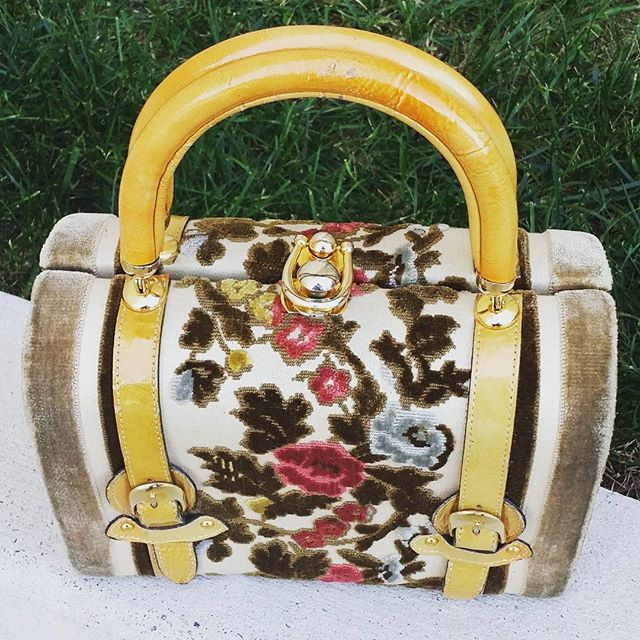 I'm working on launching my insta stores with lots of Vintage + Designer goods at great prices. STAY TUNED for details.  #fashionblogger #stylefiles #vintage #ilovevintage #oldschool #swagger #fashionblogger #carpetbag #vintagehandbag  #handbag #madeinspain #purse #purseoftheday #vintagefashion #vintagefashionkilla #bestdressedlist #vintagepurse #pursecollector  #instasale #instastore #tapestry