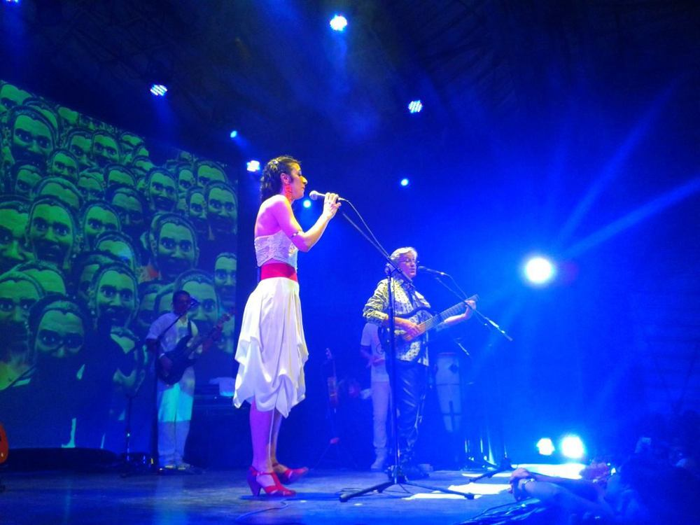 Marisa Monte and Caetano Veloso during November 20 show in Circo Voador, RJ/Photo Courtesy: Diego Galeano