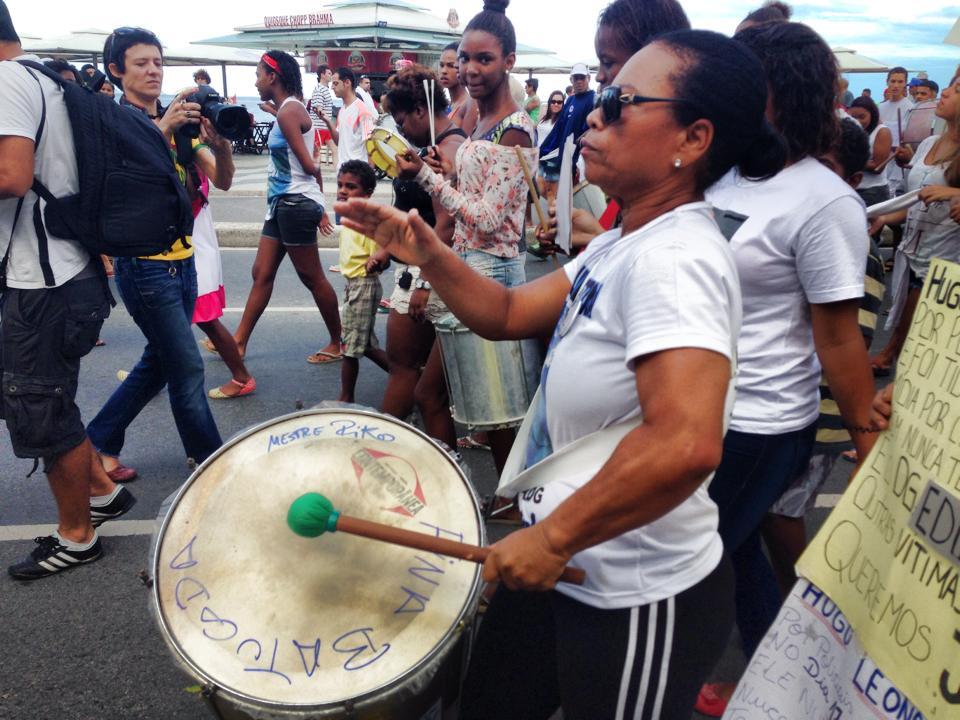 DG's mother, Maria Fatima da Silva, joins protest playing drum  (Photos posted to Facebook by Thiago Firmino - April 27, 2014).