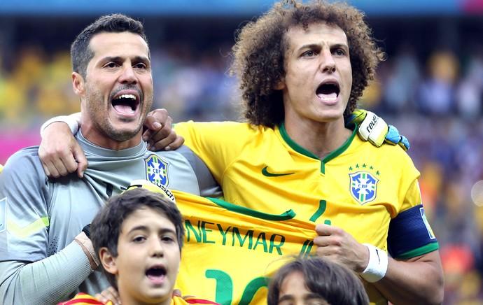 Julio Cesar and David Luiz with Neymar jersey during national anthem (Foto: Jefferson Bernardes / VIPCOMM)