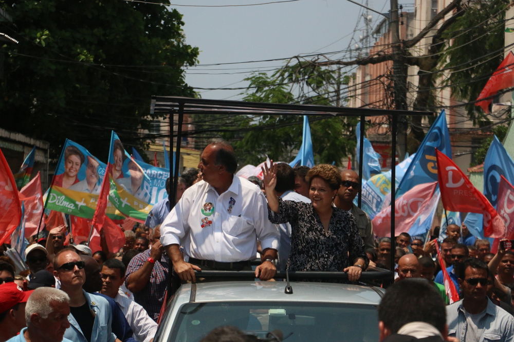 President Dilma Rousseff campaigns in Padre Miguel, Rio de Janeiro