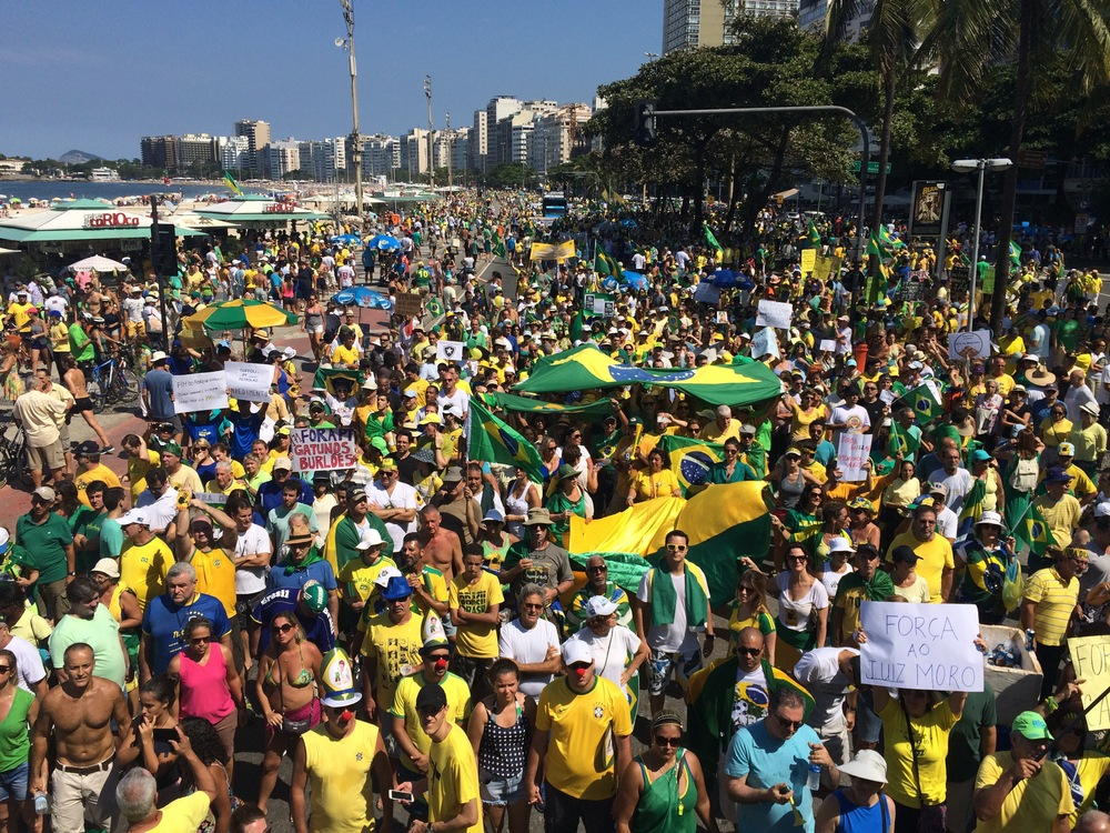 Thousands gather on Copacabana Beach to protest against President Dilma Rousseff's government (Photo by Flora Charner).