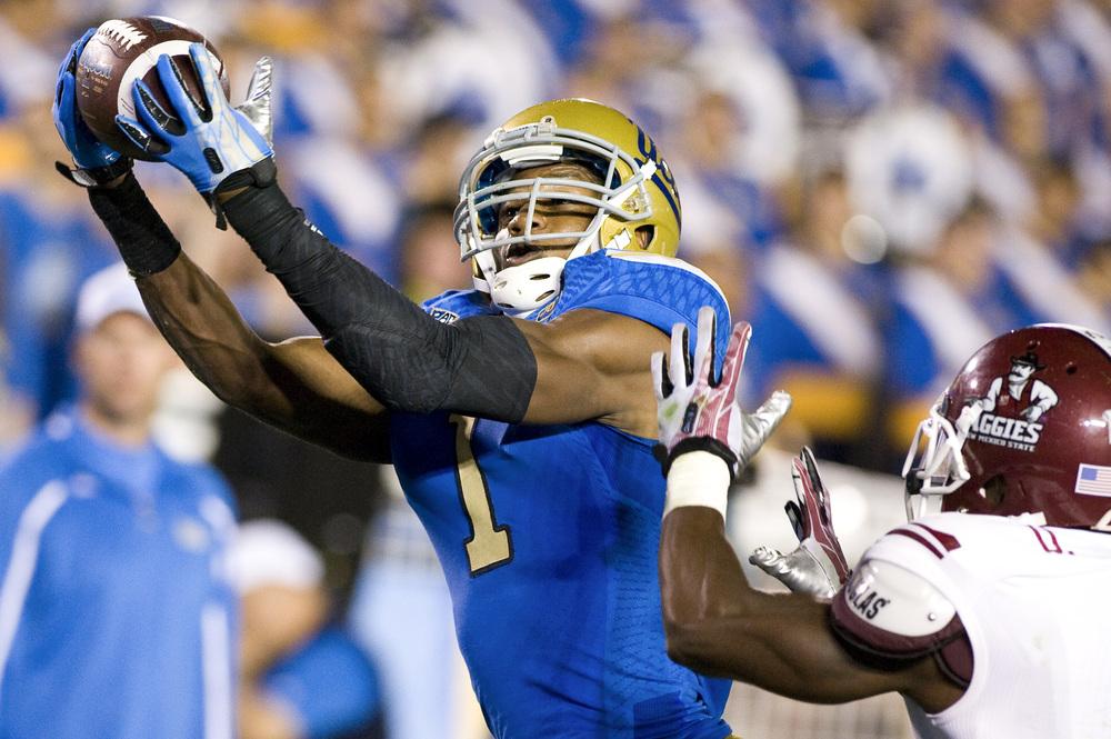 PASADENA, CA   UCLA Redshirt senior wide receiver Shaquelle Evans catches a 7-yard touchdown pass from Quarterback Brett Hundley.