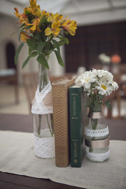 2 vidro, flor e livro 4.jpg