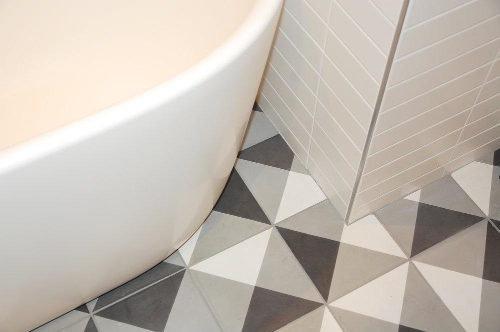 Bathroom_tub_tile.jpg