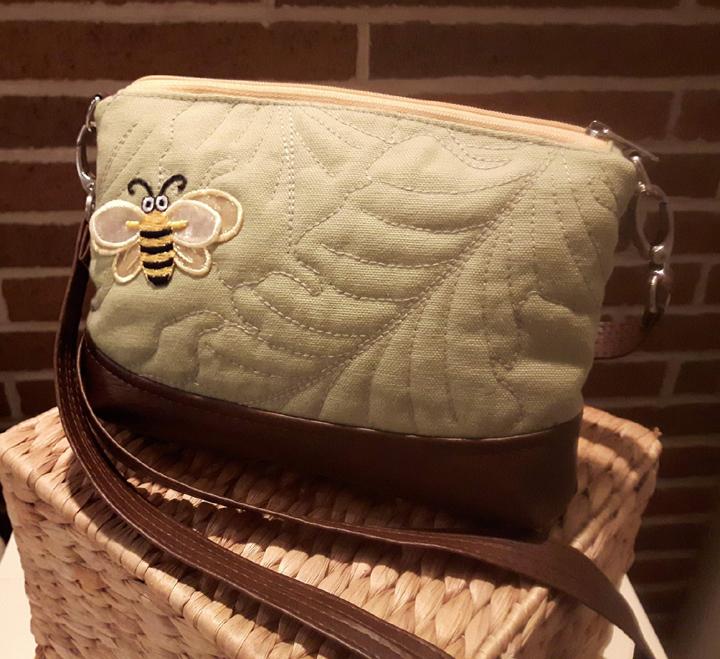 Bee Clutch1.jpg