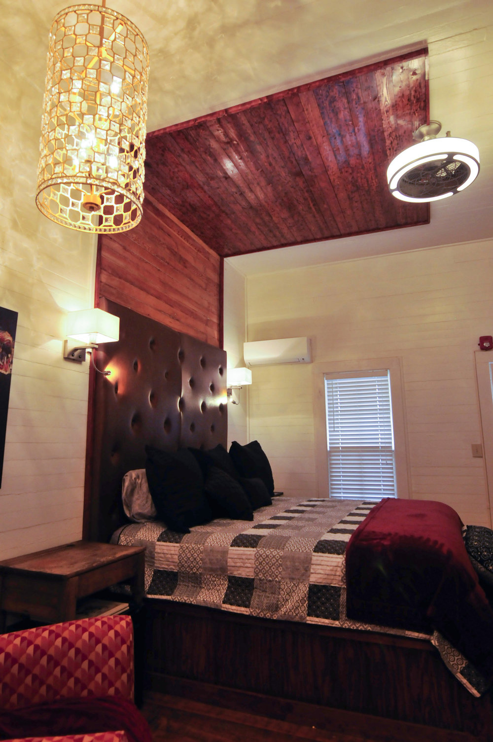 Southern Comfort Room (click image for rates)