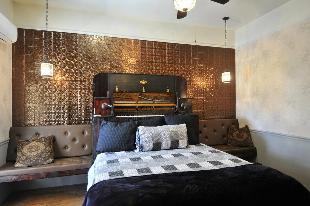 Piano Room  (click image for rates)