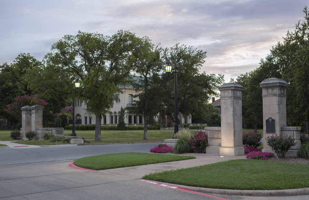 East entrance gates at Elizabeth Boulevard and to the neighborhood of Ryan Place, Fort Worth, Texas, USA