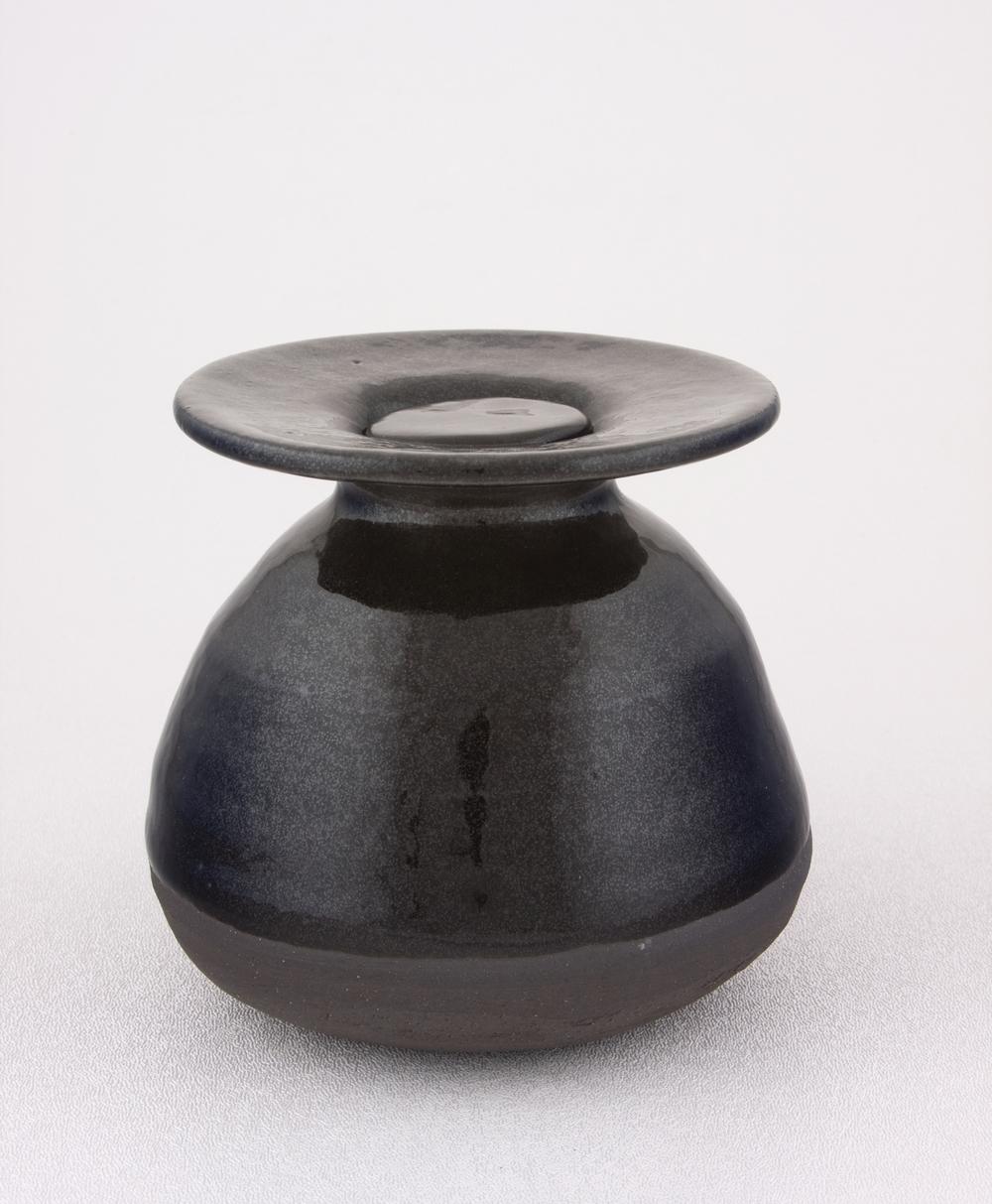 """Shio Kusaka Untitled (money pot) 2009 Stoneware 4 1/2"""" x 5"""" SK064"""