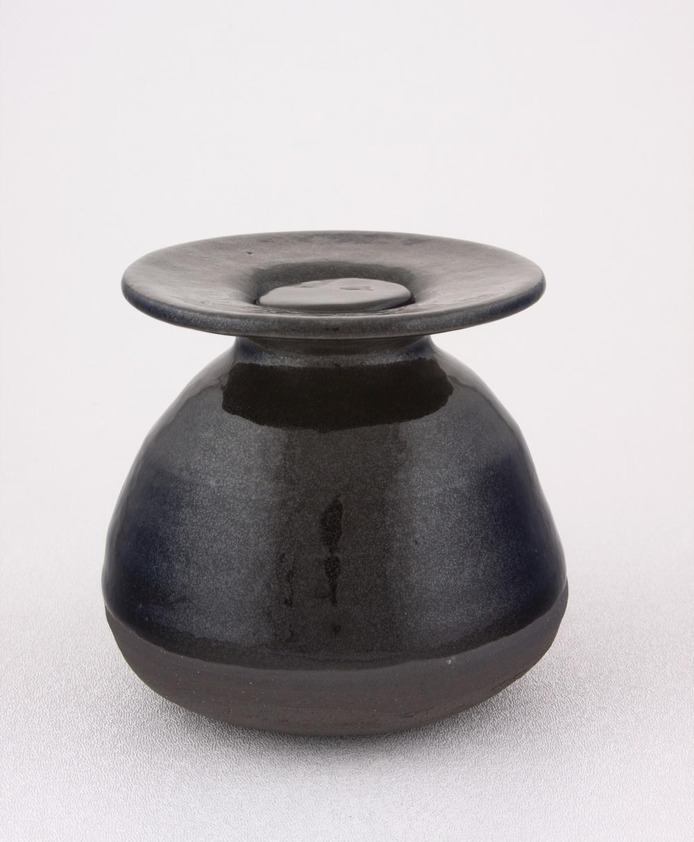 Shio Kusaka  Untitled (money pot)  2009 Stoneware 4 ½h x 5w in K064