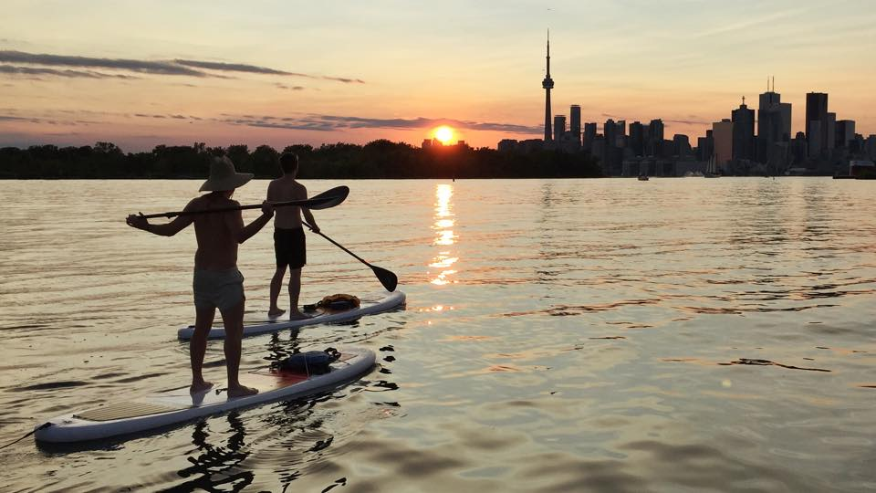 Sunset paddle along Toronto's shoreline. (Photo via Surf the Greats)