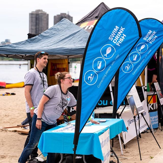 Canoes, paddle boards and lots of smiling faces: three things found at Paddlefest Toronto this past weekend. 🚣🏄‍♀️🛶 • Thanks @mec_toronto for encouraging people to get their feet wet in Lake Ontario. It was a great start to Ontario's swim season. #swimdrinkfish