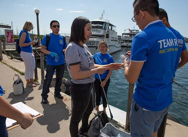 This week we collected water samples from Toronto's inner harbour with a team from @rbc. Thanks for joining us for a sunny summer day by the water! 🌅