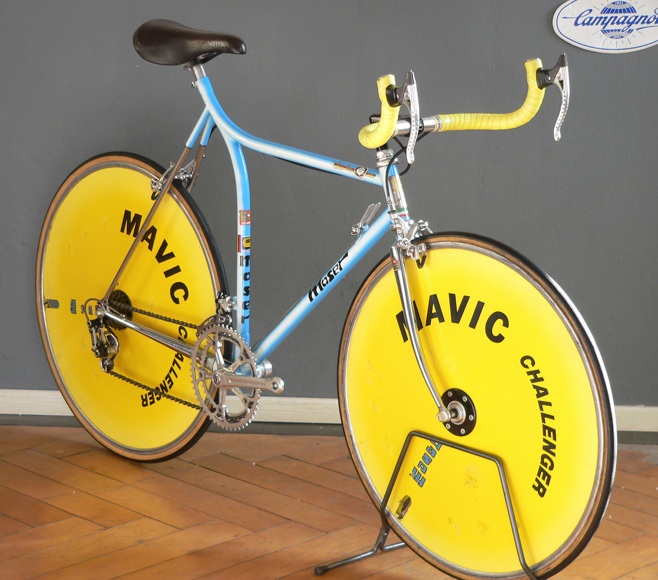 Love the yellow Mavic disc wheels!