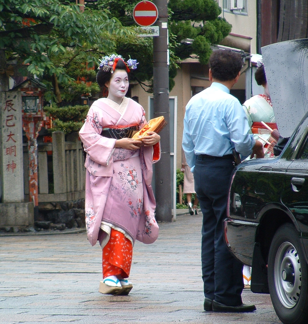 maiko going to work2.jpg