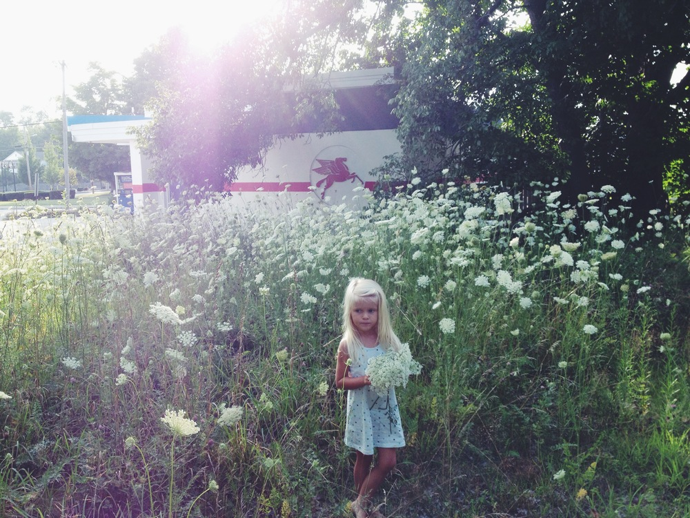 ALONG THE SHOULDER || Francesca, old gas station and Queen Anne's Lace