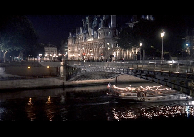 PHOTO CREDITS: Above screenshots were filmed at the Pont d'Arcole.
