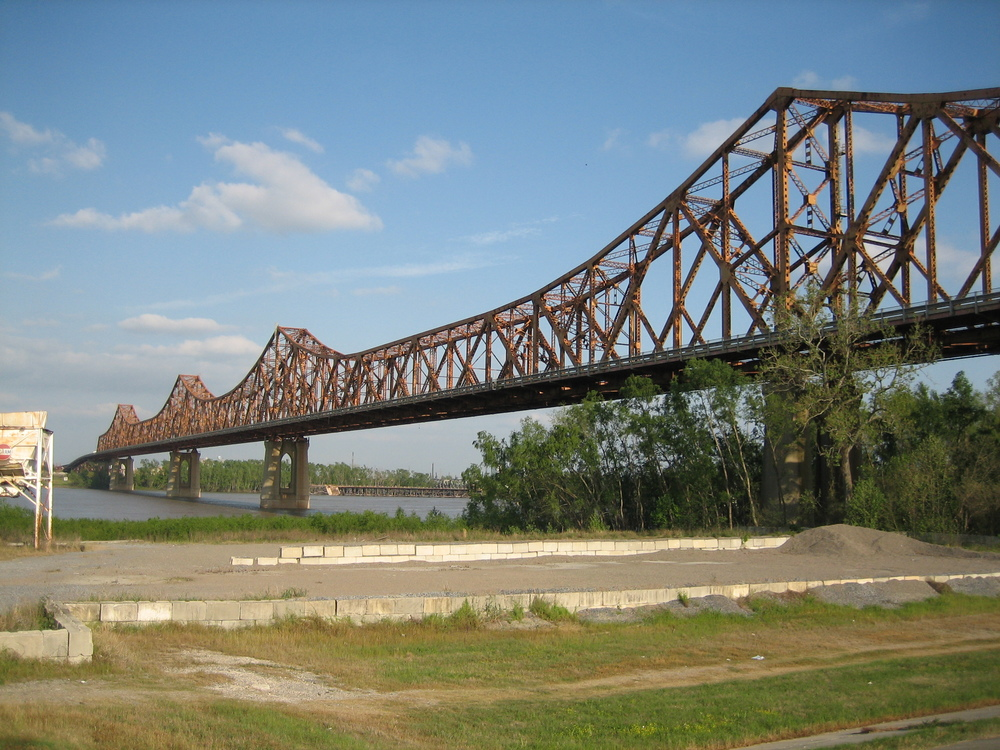 Image of Huey P. Long Bridge on the Mississippi River in Baton Rouge via Google.