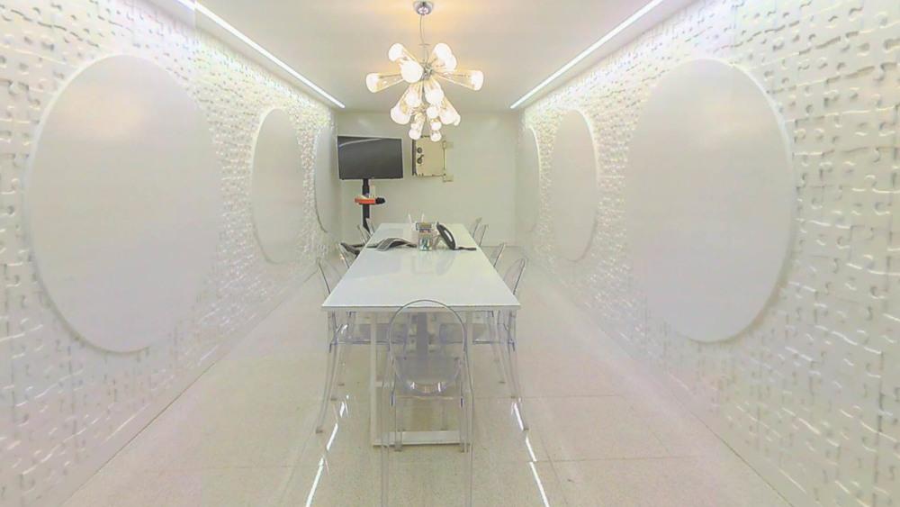 whiteroom-1.jpg