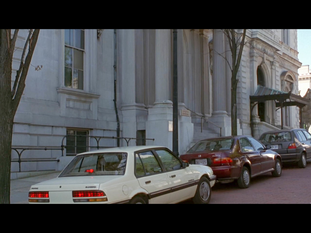 Screenshot from  Sleepless in Seattle  of a scene filmed in front of the George Peabody Library.
