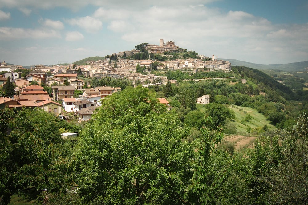 The beautiful hilltop town of Amelia, where Villa Totano is located. (Image via  Google .)