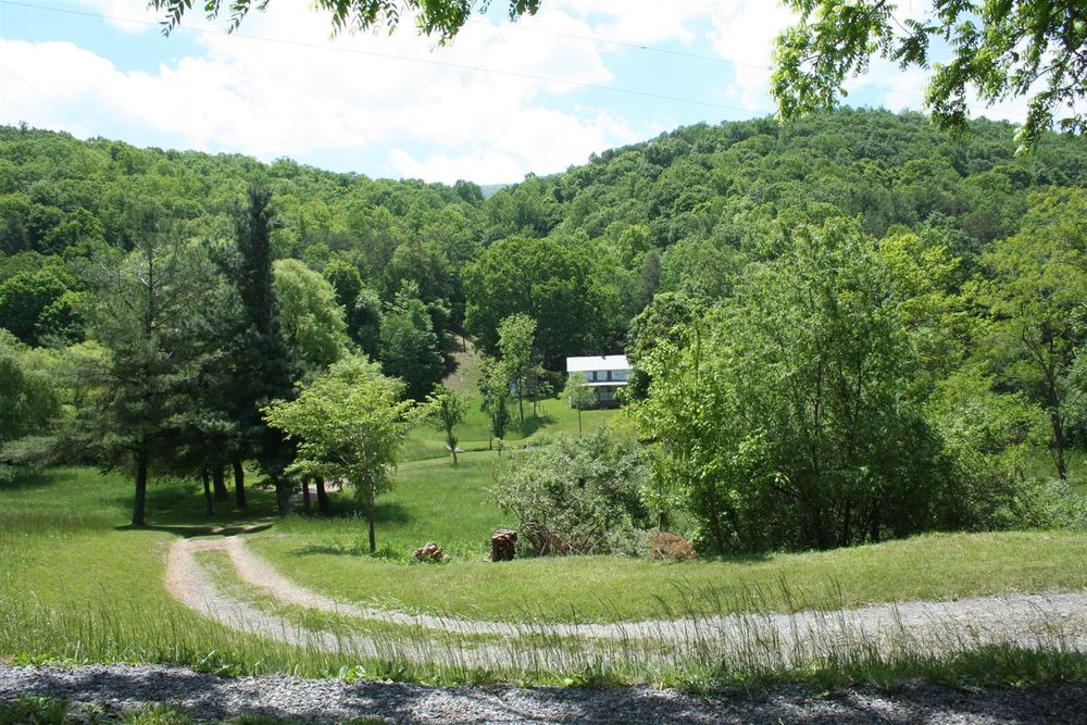 A farmhouse in West Virginia - available as a film location - photo via  LocationsHub .