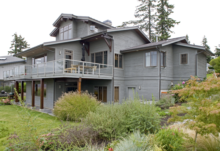 Large Modern Home in Bellingham - Front Yard