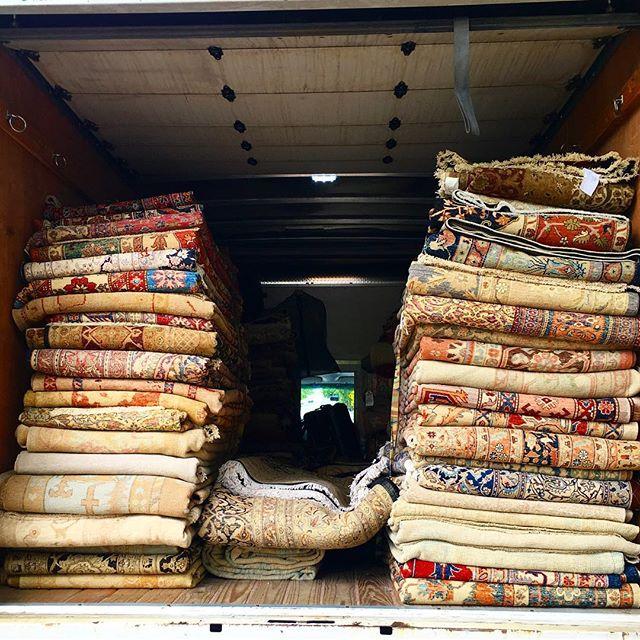 When the Turkish rug bazaar comes to you #oushakrug #turkish #handmaderugs