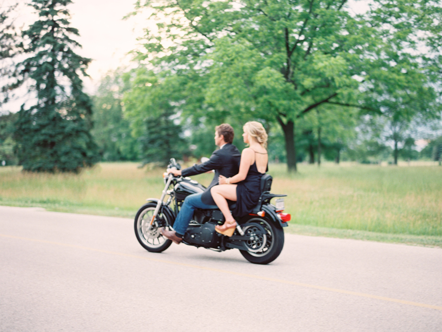 kateweinsteinphoto_motorcycle_engagement_rachel_dave_wisconsin_16.jpg