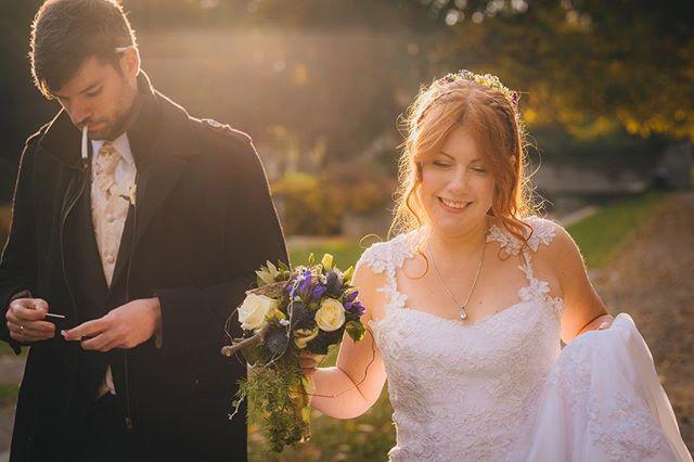 Bride and groom during a break #wedding #weddingphotography #fujifilm #xpro2 #gettingmarried #bride #cologne #photographer #fuji #köln #bergischgladbach #hochzeit #bridalportrait #groom #cigarette #smoking