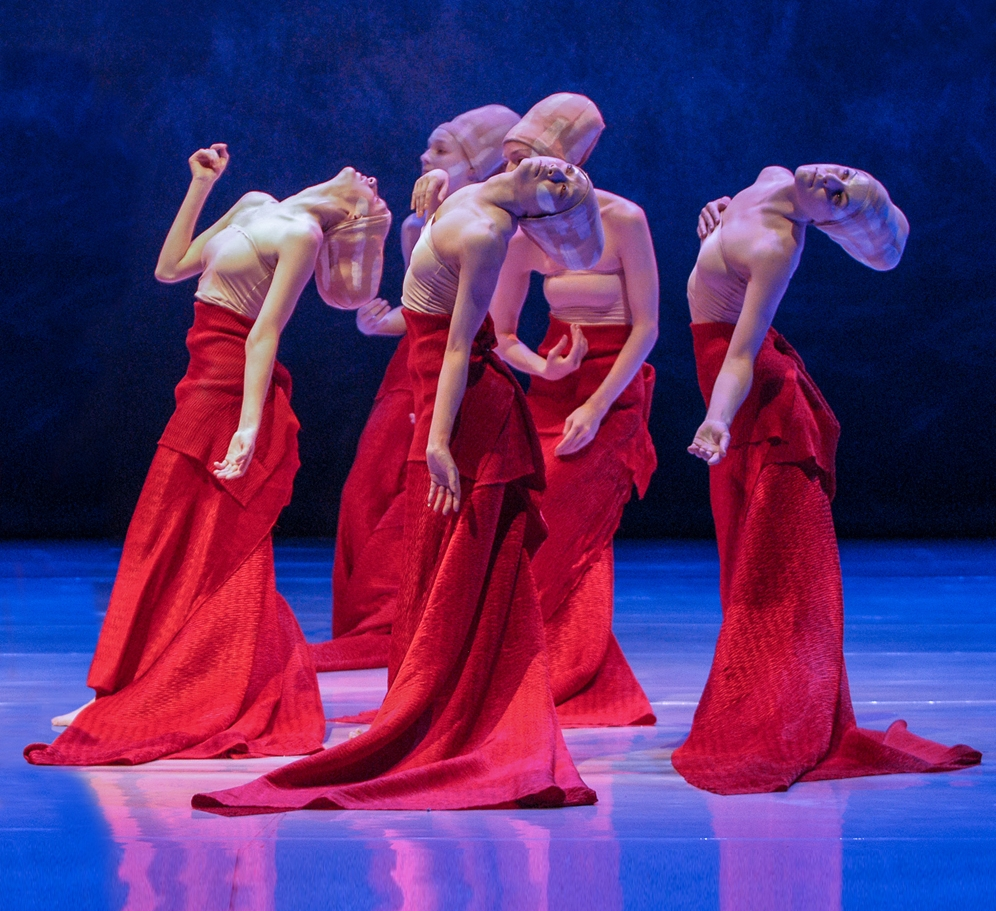 Shen Wei Dance Arts performs  Folding, set  mostly to Buddhist chant.| Image: Stephanie Berger.