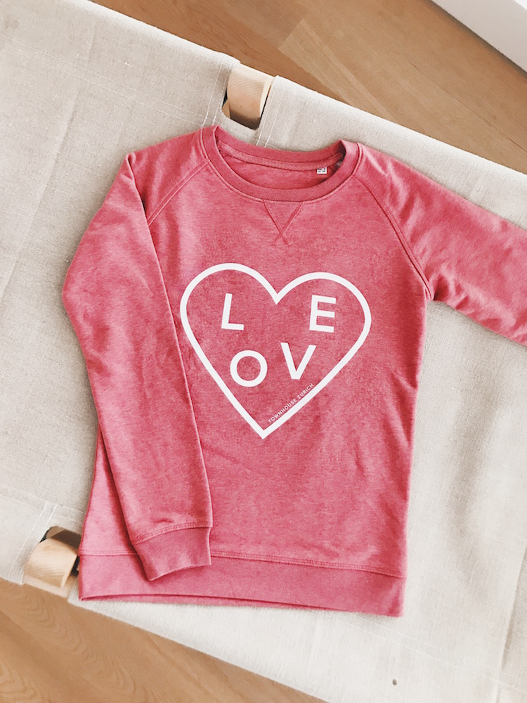 Love Sweatshirt, CHF 89
