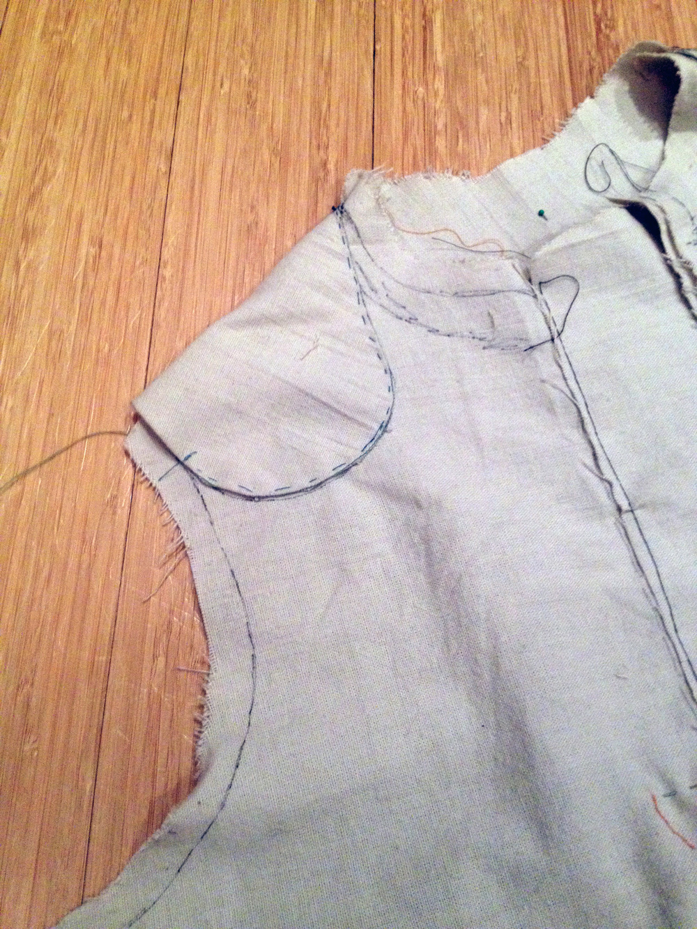 Baste-stitching the round seam on the shoulder